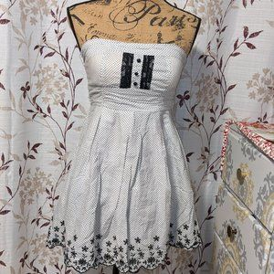 White-and-black polkadot dress. Size 7?